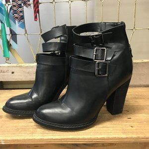Size: 9 1/2 - Black Chinese Laundry Booties